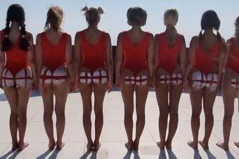 Euro 2020: Nhóm gái xinh từng khỏa thân ở Dubai khoe vòng 3 cổ vũ tuyển Anh