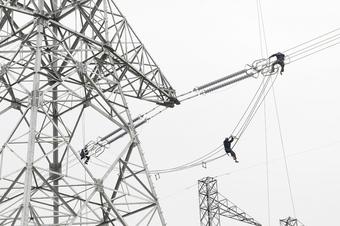 EVN: Đẩy nhanh tiến độ dự án nguồn và lưới điện