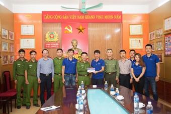 Người dân xứ Quảng rưng rưng nhận hỗ trợ