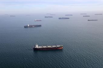 Chuỗi cung ứng toàn cầu đối mặt ''cơn đau đầu'' mới