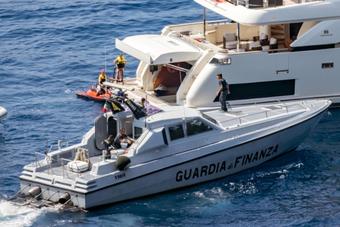 Con trai ''nghịch dại'', David Beckham bị cảnh sát Italy hỏi thăm
