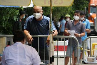 """Phương tiện mất 12 tiếng qua chốt ở Hà Nội dù có thẻ ưu tiên """"luồng xanh"""""""