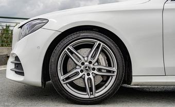 Lốp xe ô tô không săm có ưu điểm gì?