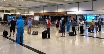 """Vì sao hành khách """"khóc thét"""" ở sân bay Tân Sơn Nhất sau một thông báo?"""