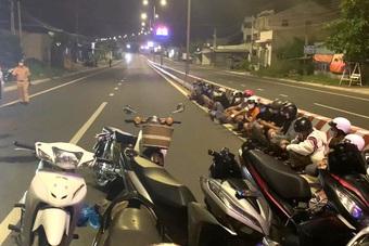"""Bình Thuận: Lập rào chắn vây bắt nhóm """"quái xế"""" náo loạn đường phố mùa dịch"""