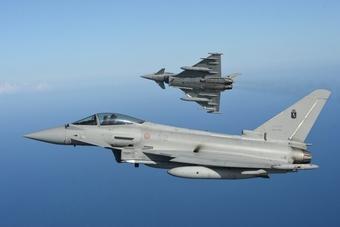 """Nga-Mỹ """"đụng độ"""" trên bầu trời Syria: Cái kết nào cho F-18 khi đối đầu Su-30SM?"""