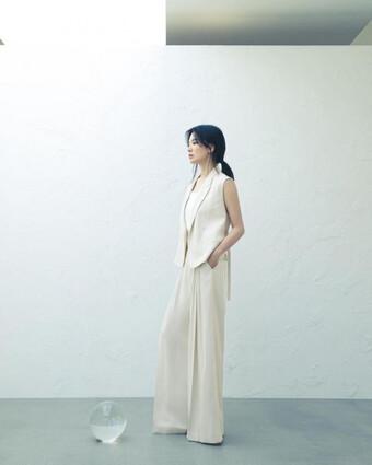 Song Hye Kyo cho thấy trang phục công sở không hề nhàm chán, biết mặc còn quý phái bất ngờ