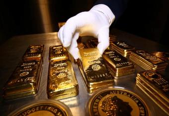 Giá vàng liên tục suy yếu, chốt tuần ở mức thấp