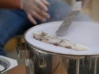 Cặp vợ chồng làm món bánh cuốn đậm hương vị Việt giữa trời Âu