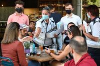 Nồng độ virus cao gấp 1.000 lần chủng gốc, biến thể Delta đang khiến kế hoạch đối phó của cả thế giới đảo lộn như thế nào?