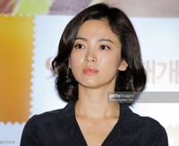 Song Hye Kyo rất hay quảng cáo mỹ phẩm, ok vậy soi cận da nàng xem thử coi