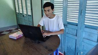 Thí sinh đạt 3 điểm 10 thi tốt nghiệp: ''Mẹ đang làm công nhân ở Đài Loan''