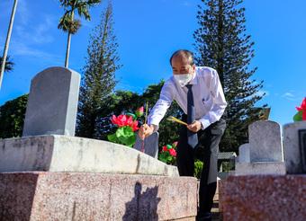 Lãnh đạo tỉnh Đắk Lắk viếng nghĩa trang liệt sĩ nhân kỷ niệm 74 năm Ngày Thương binh - Liệt sĩ