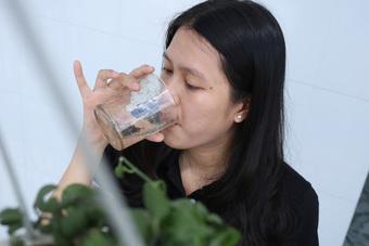 Khuyến cáo uống đúng, đủ nước với bệnh nhân COVID-19