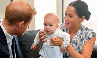 Hoàng gia Anh sợ Harry chĩa mũi dùi vào bố trong hồi ký