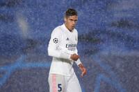 Ferdinand dự báo 1 thử thách khi Varane gia nhập Man Utd