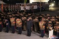 Ông Kim Jong-un xuất hiện sau thông tin sụt cân