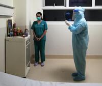 Không thể về chịu tang cha, nữ điều dưỡng ở TP.HCM vái vọng cha từ BV Hồi sức COVID-19
