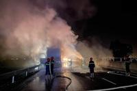 Xe đầu kéo bốc cháy dữ dội trên cao tốc Đà Nẵng - Quảng Ngãi