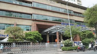 Nóng: Bệnh viện Đại học Y Dược TP.HCM tạm ngưng nhận bệnh vì có ca dương tính Covid-19