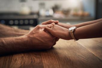 """Vợ chồng cần """"biết thua"""" nhau"""