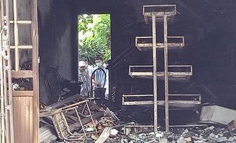 Hai vợ chồng tử vong trong căn nhà cháy, trên người nhiều vết đâm