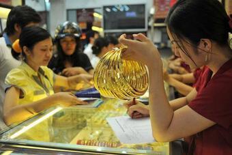 Giá vàng hôm nay 27/7: Bị nhiều áp lực, vàng có thể giảm xuống 1.730 USD/ounce