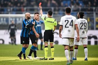 Tiền đạo của Inter Milan phải điều trị tâm lý để… nhận ít thẻ vàng hơn