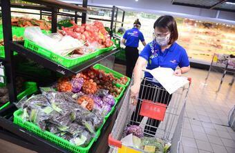 Hàng loạt siêu thị ở TP.HCM thông báo đóng cửa trước 18h