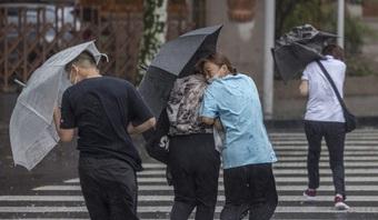 Thành phố Trung Quốc tê liệt vì bão lớn