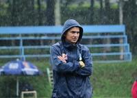Thấy gì khi HLV Kiatisak cho HAGL đội mưa luyện tập mỗi ngày?