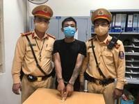 Nghi ngờ khách giấu ma túy, nam tài xế Garb chở thẳng đến chốt CSGT