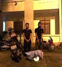 Vừa trộm cắp 8 con gà gặp ngay Cảnh sát cơ động