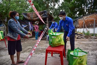 Những chuyến xe nghĩa tình với 3.000 giỏ quà đến tay người dân khó khăn tại TP.HCM