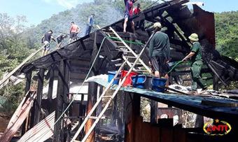 Ngôi nhà gỗ hàng trăm triệu đồng bị thiêu cháy rụi do chập điện