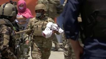 Afghanistan khôi phục cuộc chiến chống Taliban sau 2 vụ tấn công đẫm máu