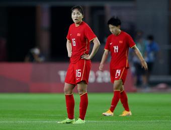 """Báo Trung Quốc nhắc tới """"ngày tận thế"""", """"kỷ lục đáng xấu hổ"""" vì đội nhà hứng 8 bàn thua"""