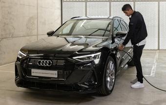 Raphael Varane sở hữu những mẫu xe đắt tiền nào?