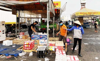 Chạy ''bão'' Covid-19: Bùi ngùi chợ vãn