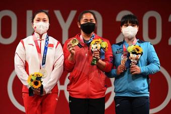 Đôi bàn tay trầy xước của nữ VĐV giành chiếc HCV lịch sử cho đoàn thể thao Philippines