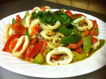 Cách làm mực xào nấm rơm và bào ngư thơm ngon, béo ngọt, ăn là ghiền