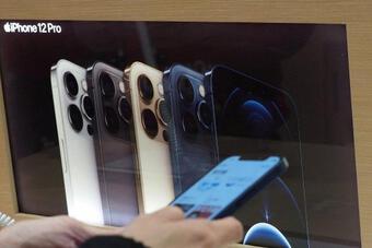 Apple hốt bạc từ iPhone bất chấp thiếu hụt nguồn cung