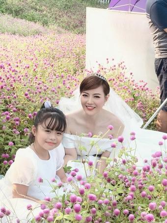 Thanh Hương khoe ảnh cưới, dân tình xôn xao danh tính chú rể