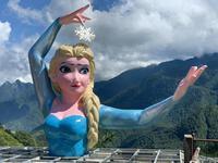 Phiên bản Elsa 'mặt gẫy mắt lác' ở Sa Pa khiến dân check-in cười sằng sặc