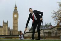 Cuộc gặp gỡ của người cao nhất và lùn nhất thế giới