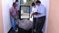 Đào giếng ở sân sau, người đàn ông đụng phải cục đá khổng lồ, nhờ chuyên gia xem mới biết mình vừa kiếm được 2.300 tỷ đồng