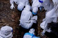 Malaysia: Mỗi ngày cả trăm ca tử vong vì COVID-19, có thi thể chờ bốn ngày mới được chôn
