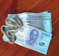 Người phụ nữ đột nhập nhà hàng xóm trộm tiền vàng để trả nợ