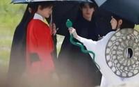 Hai ''bóng đèn'' Nam Phong - Phù Dao lấp ló trong hậu trường cảnh thân mật của ''Cát tinh cao chiếu''