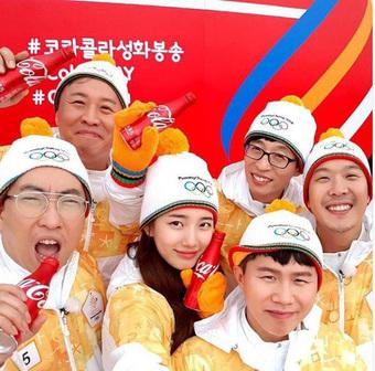 1 nữ thần xứ Hàn từng náo loạn lễ rước đuốc Olympic 2018: Đẹp ngây ngất giữa đoàn diễu hành, chấp ống kính phóng viên zoom sát
